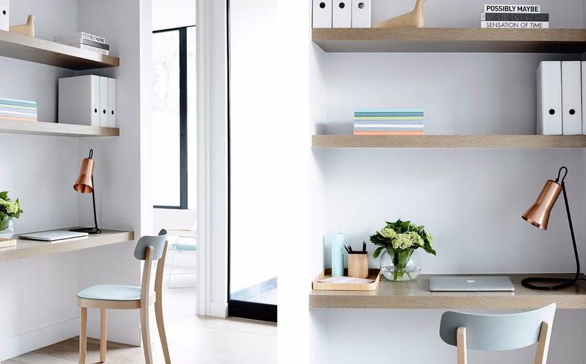 利用墙角的小空间,布置出工作间,简单随性却很实用。