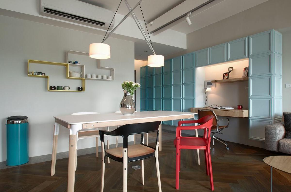 餐桌椅设计充满时尚感,白色桌面搭配彩色餐椅,呈现出很好的流行之美。