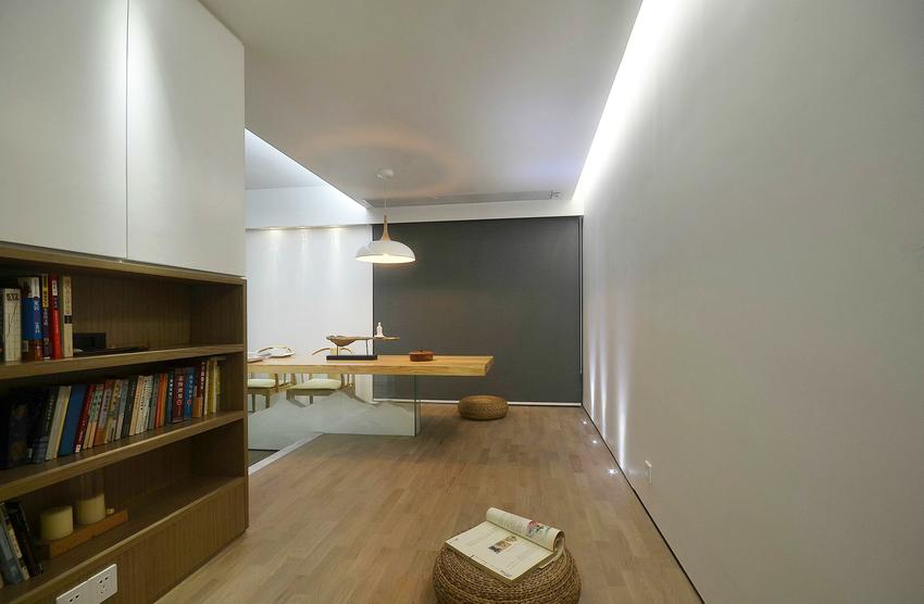 电视隔断墙具有超强的实用性,一面作为背景墙,一面作为收纳。