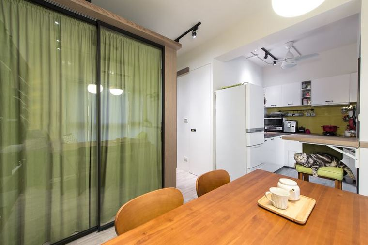 整麵的木質儲物櫃將家中雜物隱於無形|_-何小萌萌萌,為小空間奠定幹淨清爽的基礎_--速归速归 如果不归。