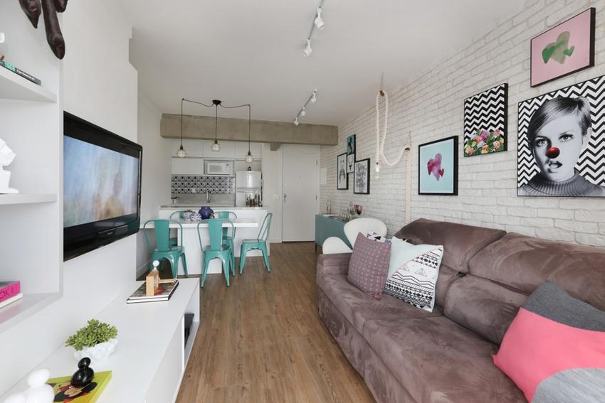 面积虽小,几乎一脚就能跨到头,但是功能一样不缺,客厅、餐厅、厨房一应俱全。