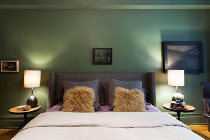 卧室采用了绿色调,大概并不是所有人都能接受这种偏冷的氛围。