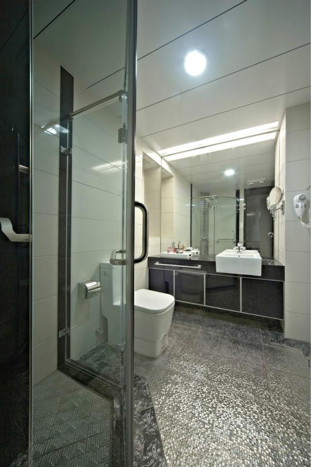 卫生间干湿分离,风格简单又不缺乏时尚,是很多人喜爱的装修风格之一。