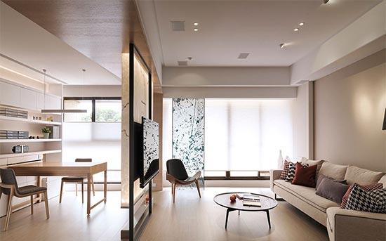 可弹性调整角度的风琴帘引入视角最佳的绿意风景,也柔和了探入室内的光照线条。