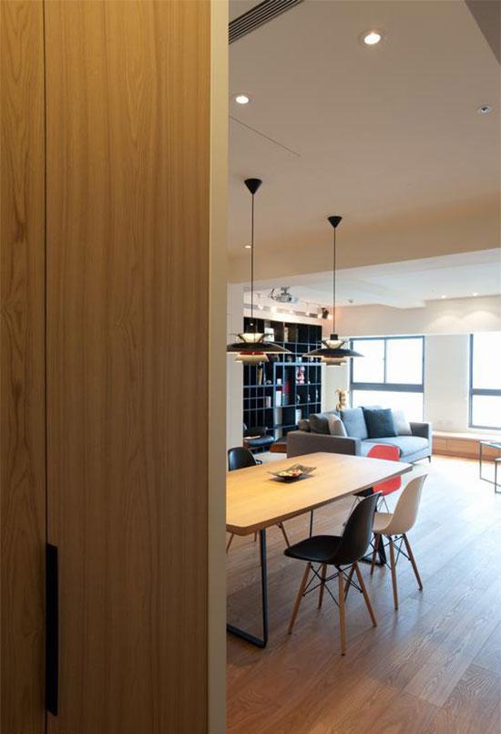 坐拥十二楼高空景观的个案,玄关跳脱屏风制式限定,以一种开阔营造入门印象。