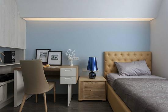 藏于圆弧天花下方的流明天花设计,可作为睡前阅读灯、书桌照明以及情境照明使用。