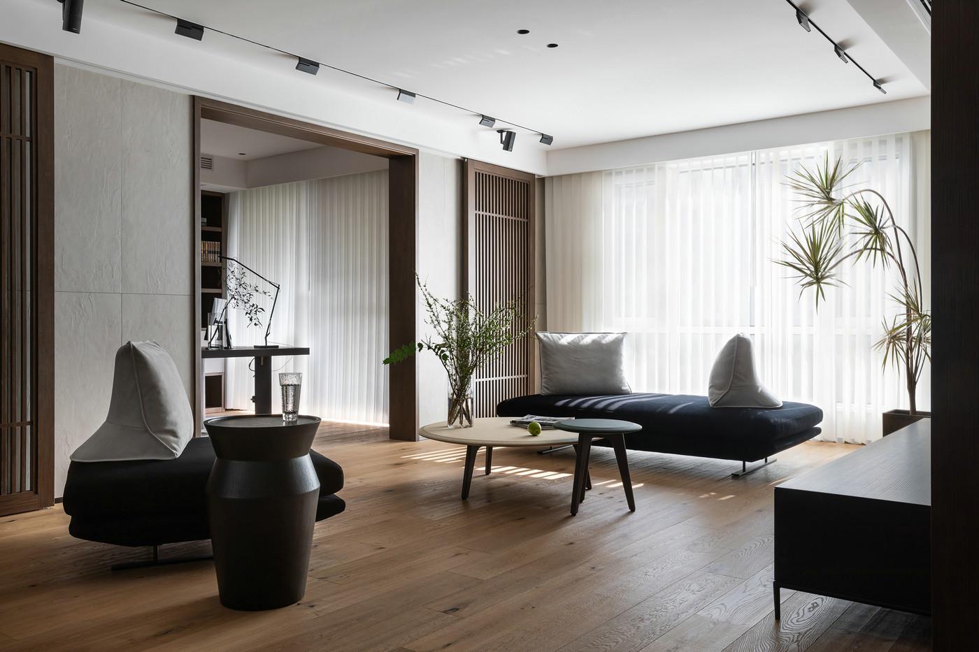 茶几局部使用绿植点缀,空间活力得以蔓延,使客厅充满多变性。