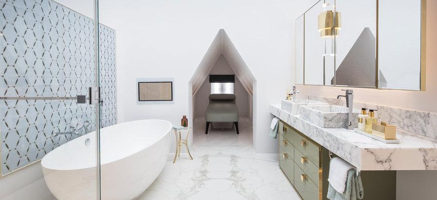 椭圆的超大浴缸,下班回到家美美泡上一会儿,消退一天疲劳。