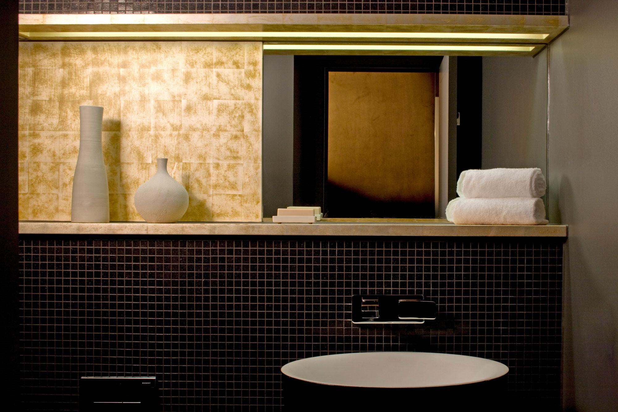卫生间做了干湿分离,非常的实用。