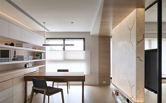 书桌紧贴柜体安排,创造流畅的行进动线。