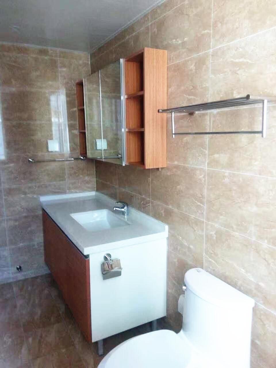 卫生间设计简洁,以实用性为主。