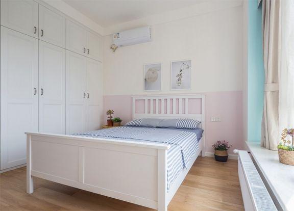 日式风格的装修材料,它一般都是采用原木制的,搭配白色家具,营造出舒心自然的休息氛围。