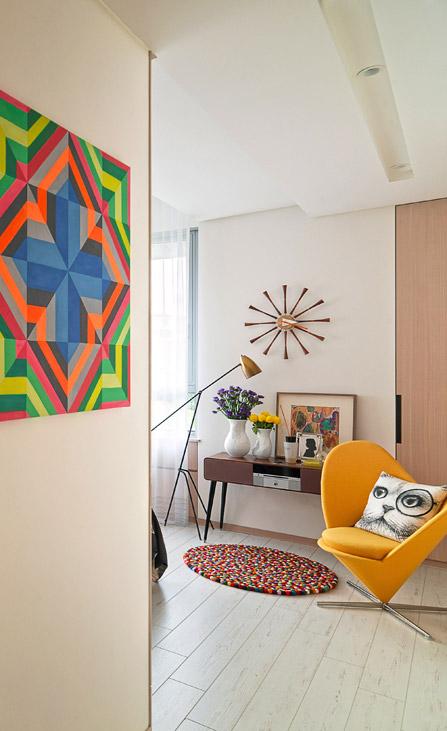 以木质与米色为基调的主卧,有着极简的家装线条,整体轻薄流畅。