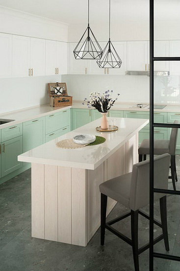 为让厨房跳脱出独特个性,厨具特别采用少见的双色搭配。