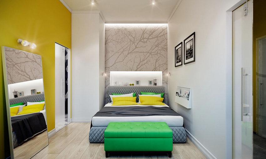 卧室里的装饰看起来要内容多一些,背景墙的一面用了黄色用色调和质感看着让人十分踏实