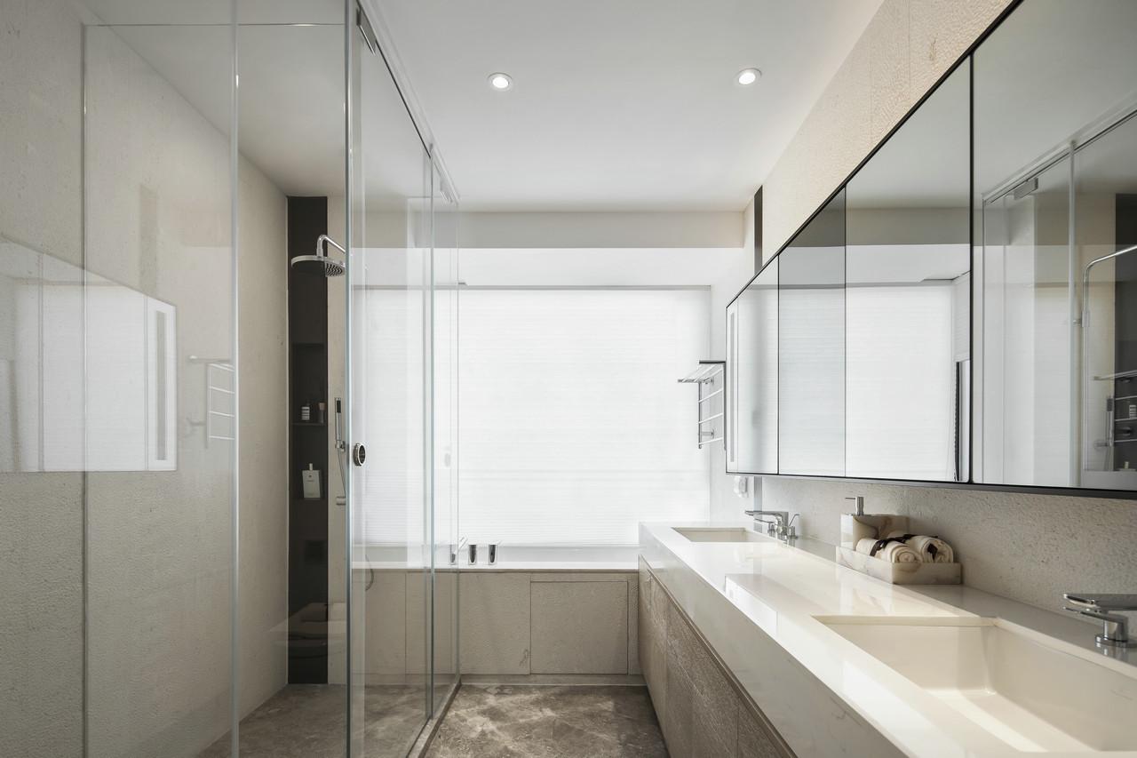 卫生间分为了洗手台+淋浴区+浴缸区+马桶区,功能齐全;双台设计也是非常实用了~