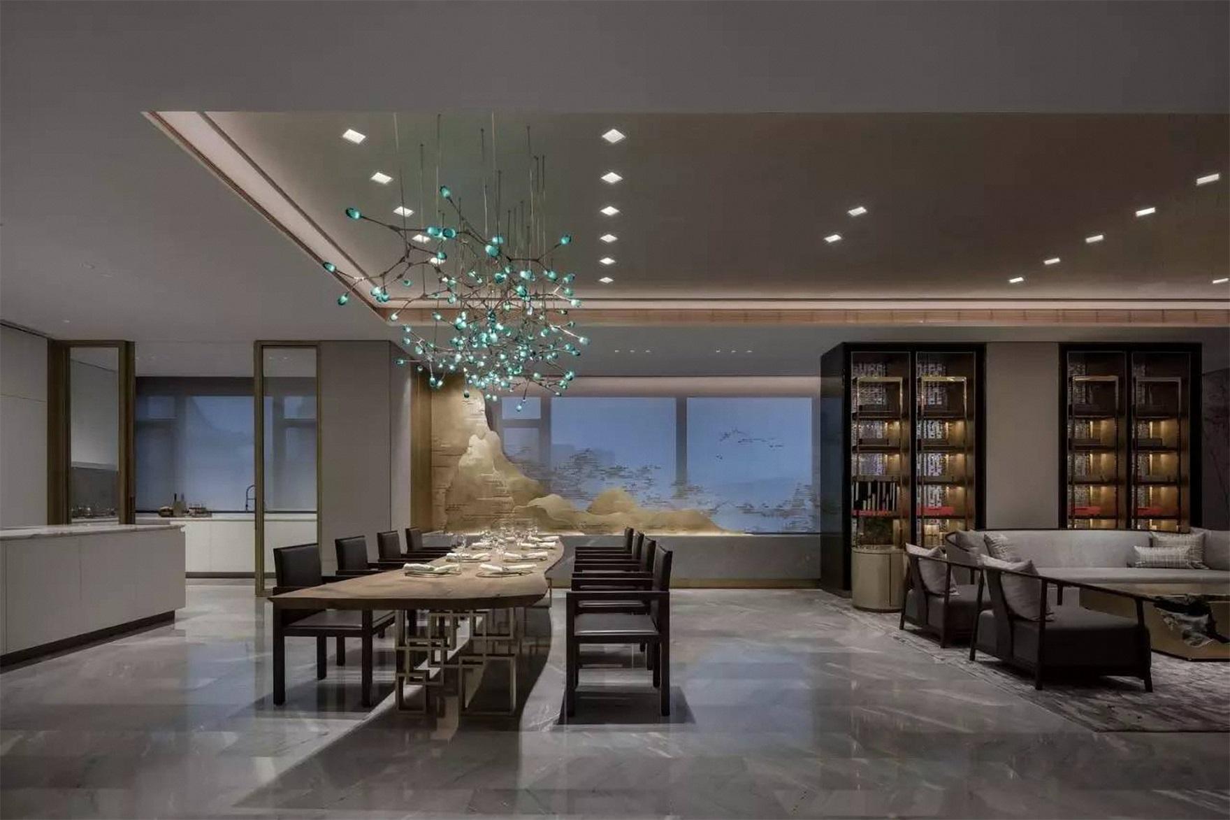 餐厅与客厅相连,中式元素遍布空间各个角落,每一处都在散发优雅。