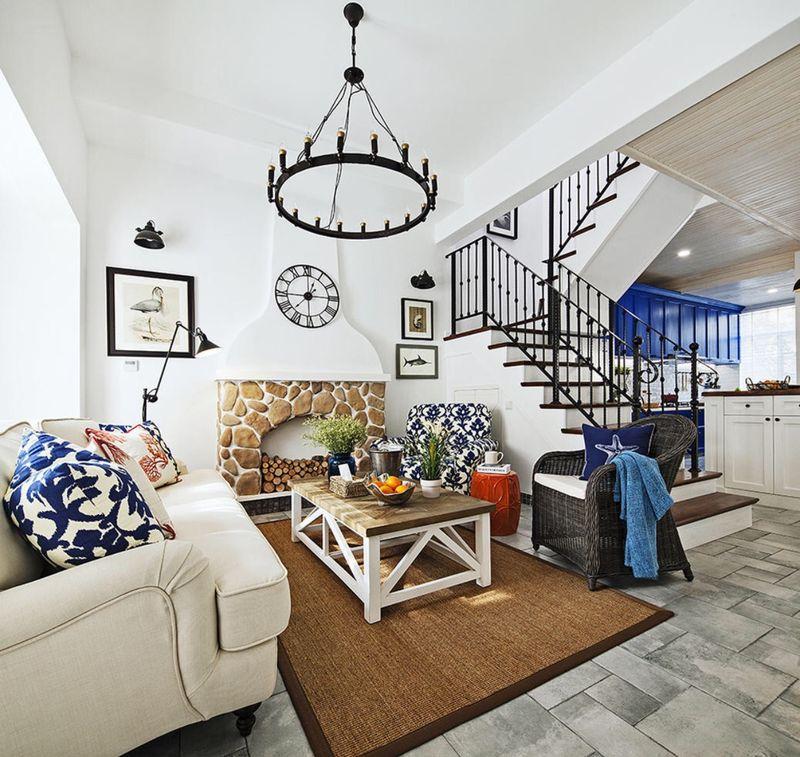 壁炉式的装饰,布艺的沙发一起烘托出更加温暖的气氛。