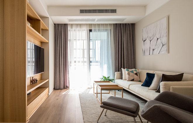 木纹质材的电视墙柜让一切回到最初的纯粹与质朴。