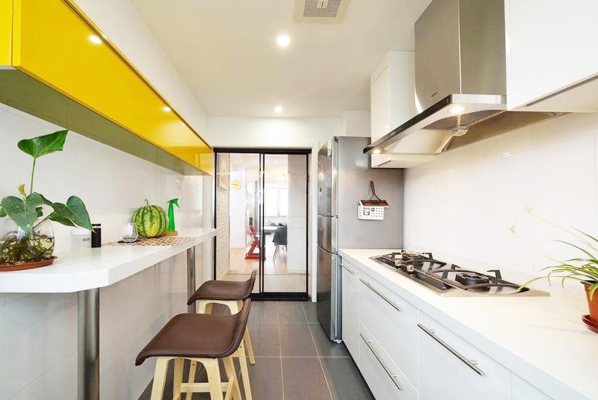 厨房制作一个简单的餐台,煮一碗面,吃个早餐就可以直接在厨房搞定,也更方便收拾打扫。