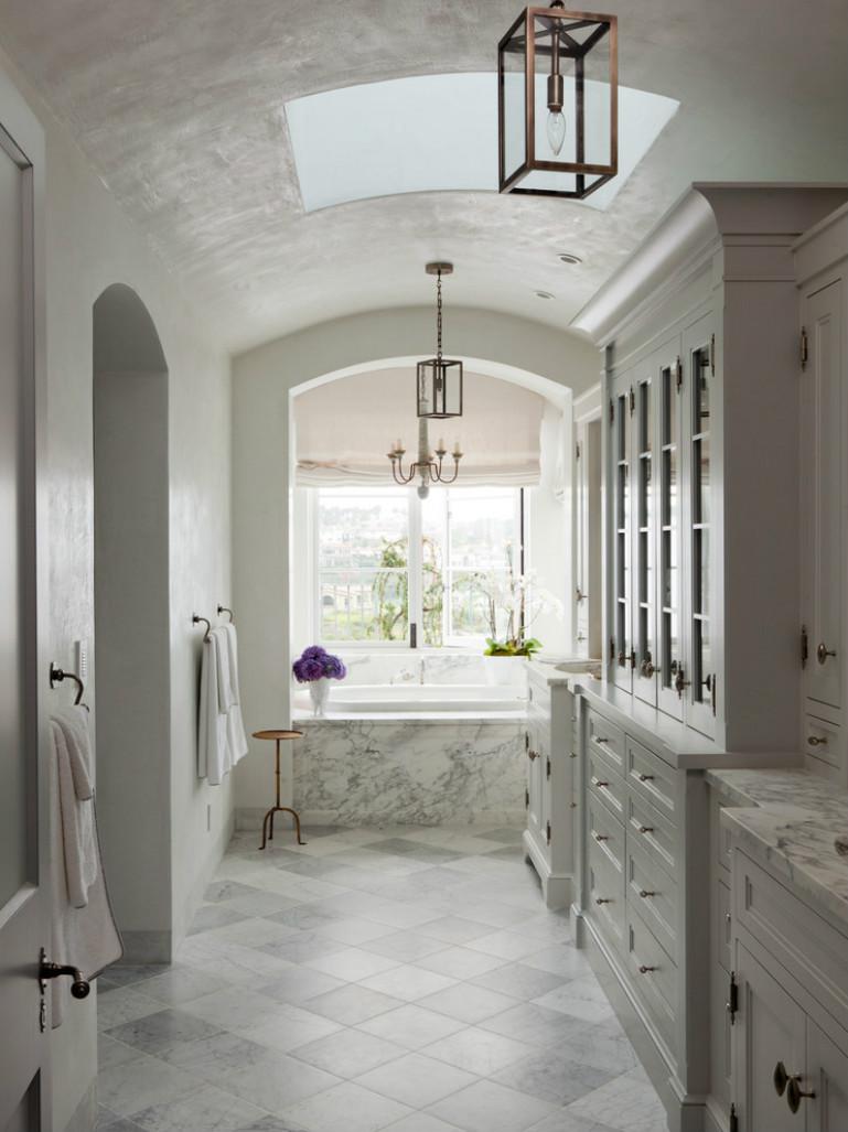 卫浴室的走廊台整个的白色为装饰,浓浓的地中海的海洋气息
