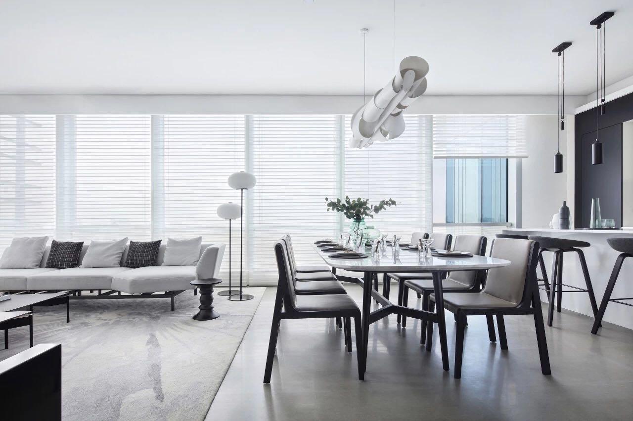 餐廳與客廳相連,精致餐桌椅搭配表現空間的層次性,讓空間既和諧統一又充滿溫馨感。