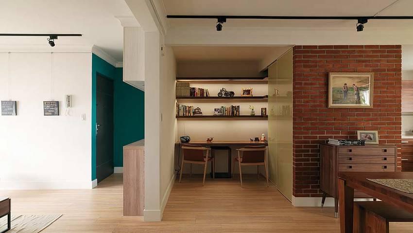 鞋柜也是一面隔断墙,将这个本就不大的空间分割出一个学习区域。暗藏的收纳柜满足小户型基本的收纳需求。