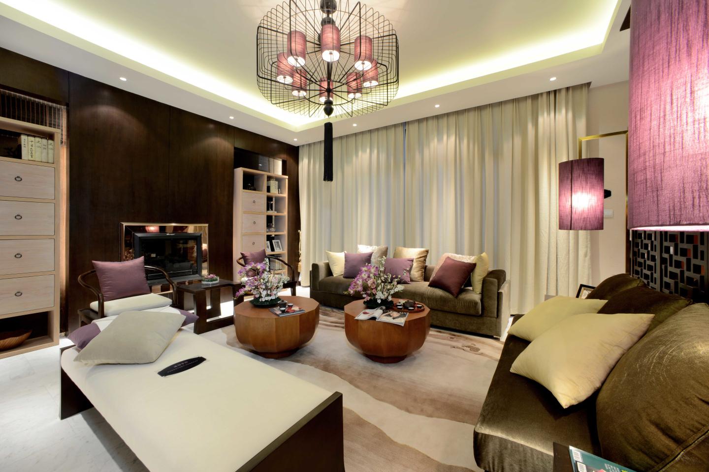 客厅是传统文化与现代文化的摩擦和融合,在造型、材质、家具、配饰等各种不同空间元素的运用上巧妙融合。