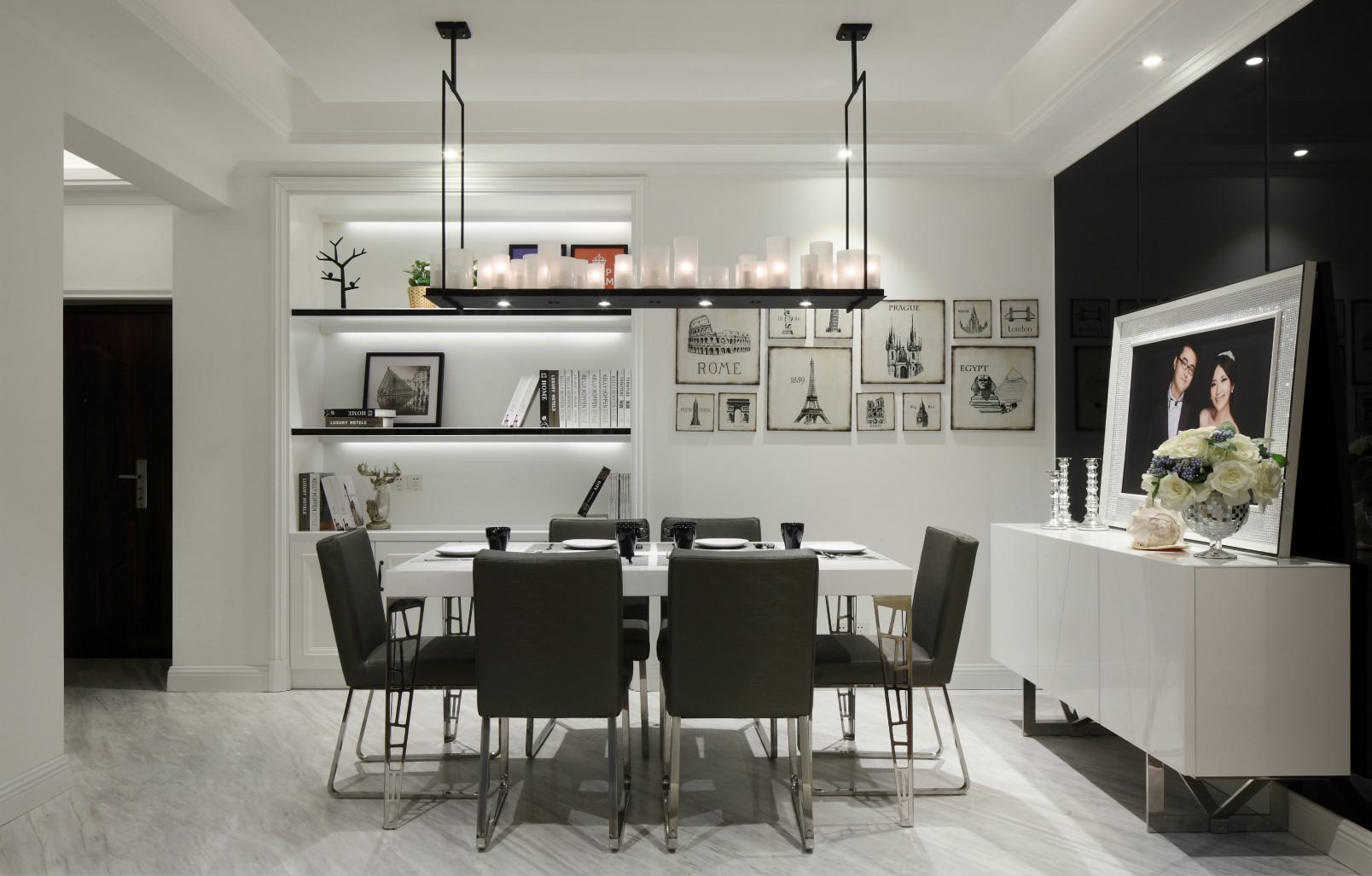 餐厅在门口正对面,白色的餐桌搭配深色的餐椅,有种把地板和墙砖结合起来的样子显得很温馨