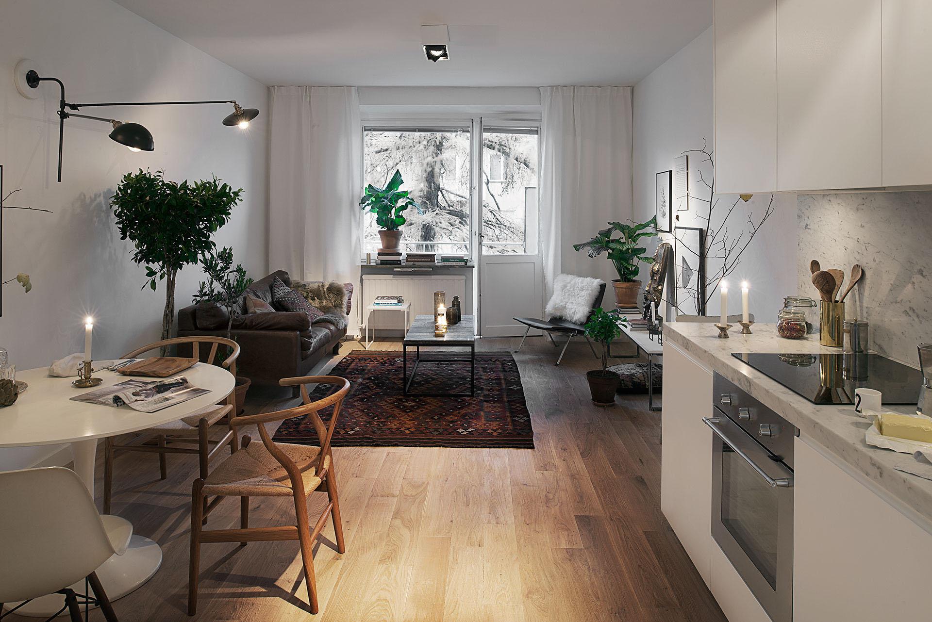 整体空间的特色是在厨房位置,因为条件的限制,把厨房以及餐桌做成组合,在节省空间后又不失整体的效果。
