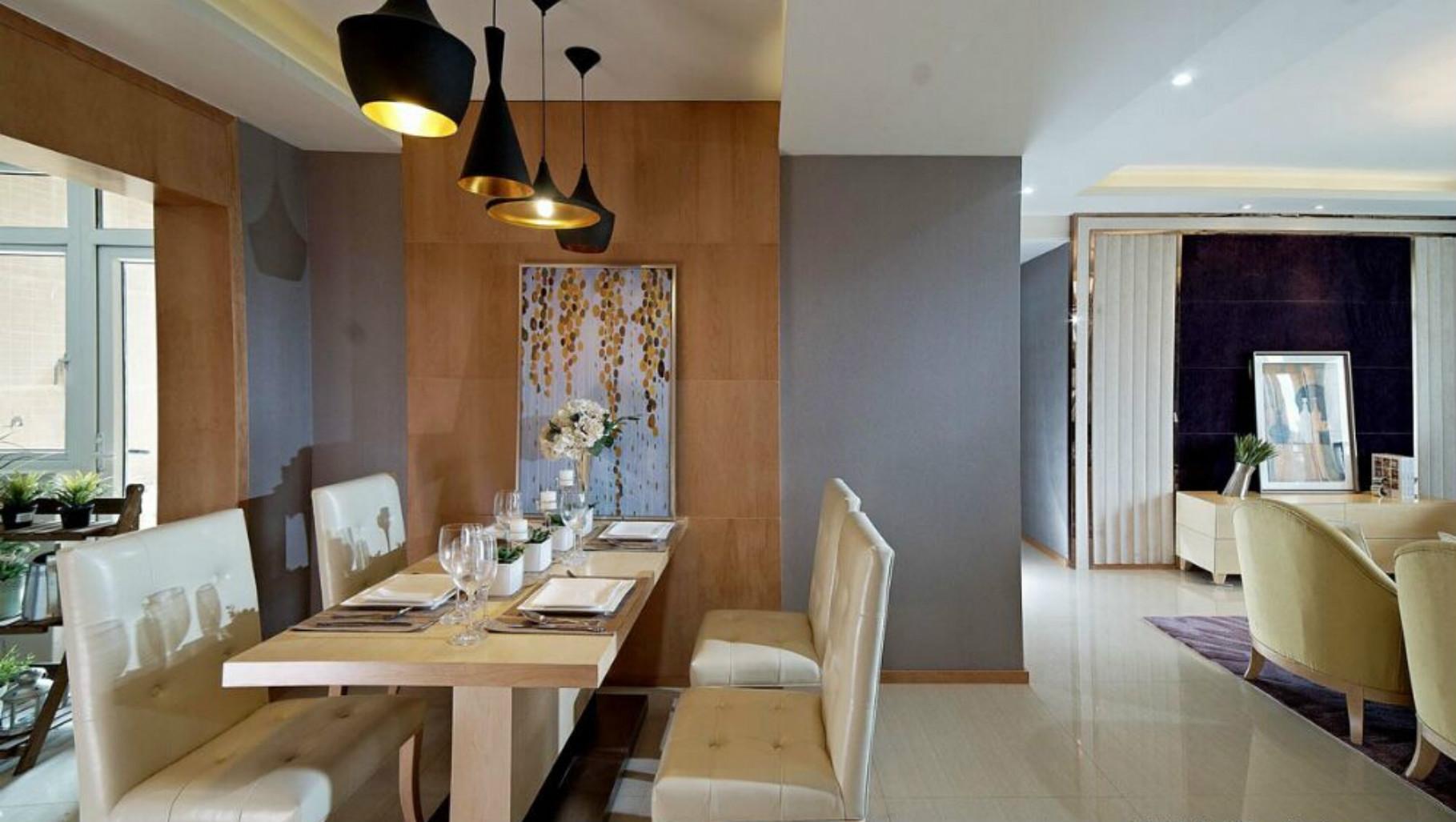 餐厅的装修利用了这个角落的位置,合理的放置了这个餐桌餐椅。
