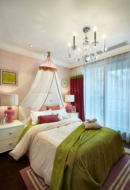 為了給女兒創造一個小公主的房間,主人特別選擇了女孩子最鐘愛的粉色,粉嘟嘟的色彩盡顯公主色彩。
