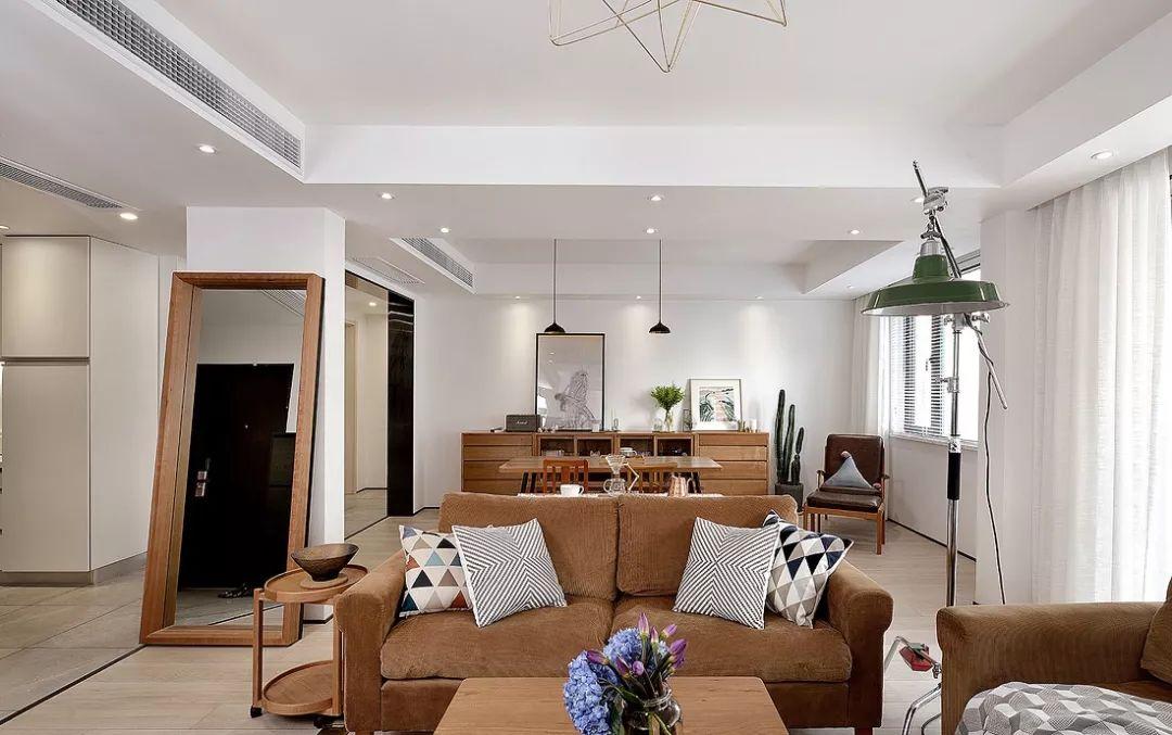 客餐厅一体的做法,使空间得到了延伸,满足了现代年轻人的生活方式。