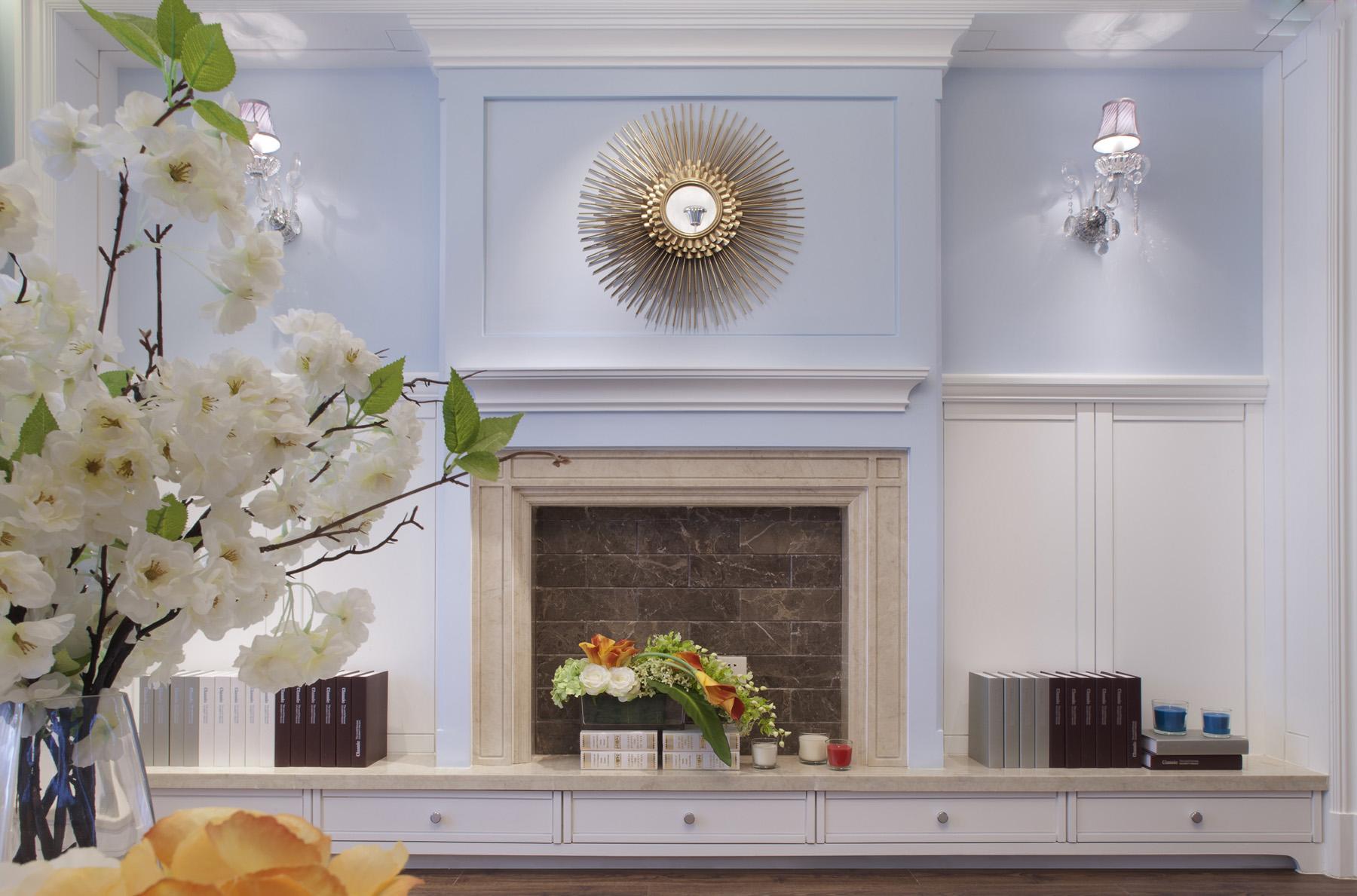 背景墙以白色搭配餐桌加桌椅为搭配,与上面很好的相呼应