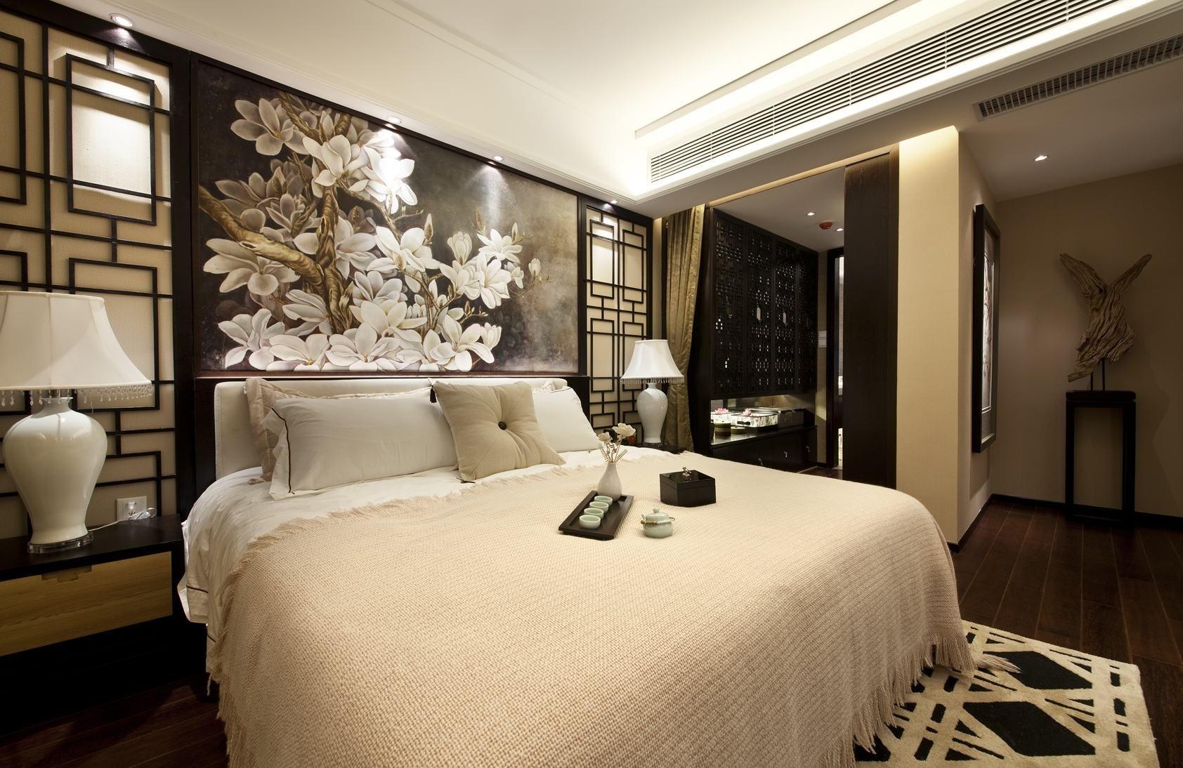 卧室背景墙以柔软的布艺来装饰,吊灯明亮简洁且大气,让房间的档次都上升了