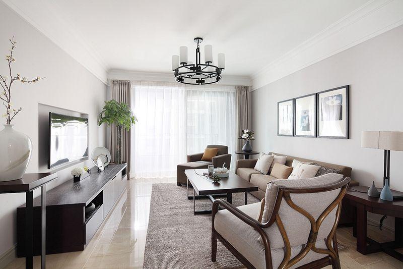 客厅整面的落地窗给客厅带来了充足的光线让客厅非常明亮,深色系的配色又避免了因亮度过大造成刺眼。