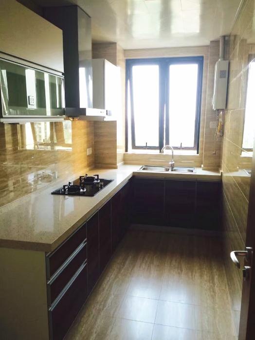 百搭的爱空间标配厨房和卫生间,与屋内整体风格融为一体。