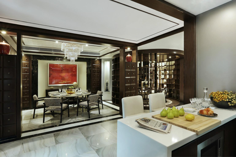 餐厅和厨房都是开放式,拉长整体空间,显得大而温馨