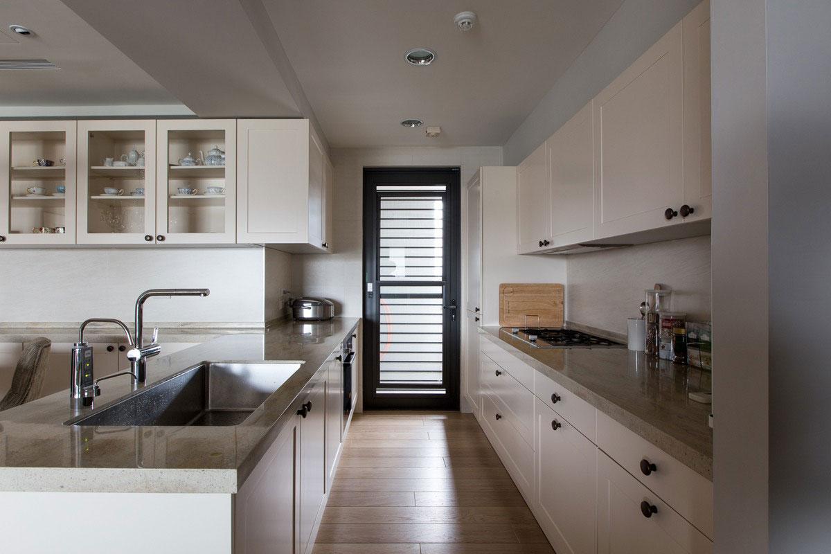 厨房也是开放式的,整体以简约为主