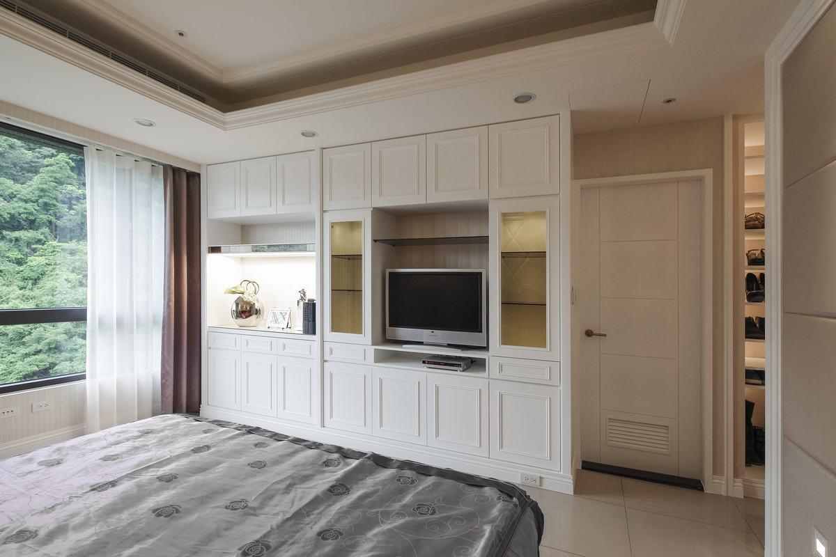 电视组合柜的设计,既有美化空间功能,又有收纳功能,使空间便加实用,灵活。