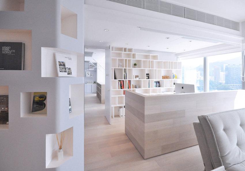 生活、娱乐、工作都在家中最不可或缺的便是收纳空间,利用墙面隔断,凹处收纳小空间。