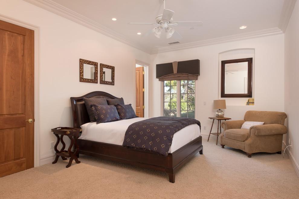 次卧就比较简单大气了,躺在床上懒散的状态可以快速入眠