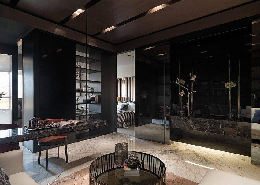 纳入商业空间的氛围营造手法,客厅为动线的分向轴心,无门框的概念串联起空间的采光与格局。