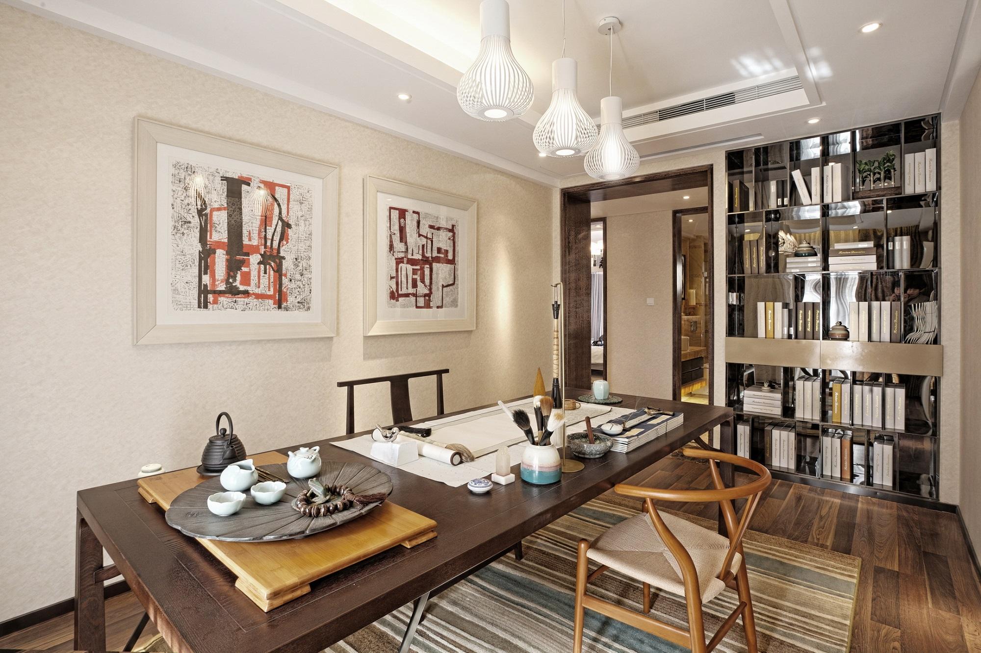 文房四宝,茶有余香,书房的设置分寸又极其丰富地传达着家居主人的内心。