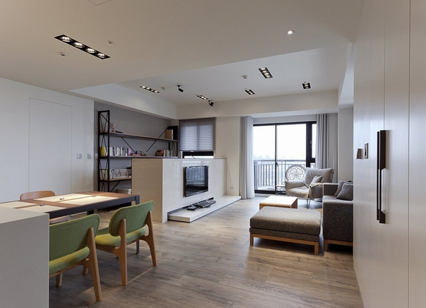 宽广且明亮的公共场域,串联了客厅、餐厨区及书房,视觉上以开放的形式呈现。