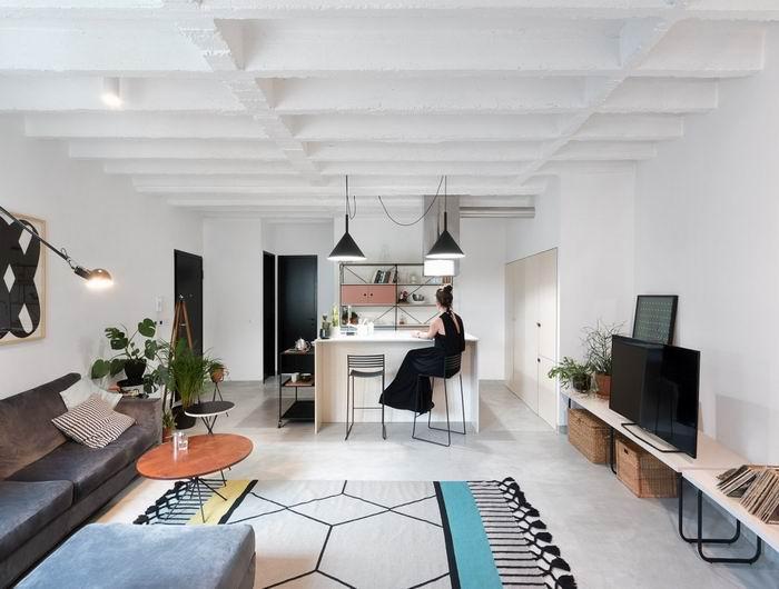 利用开放式的格局,将空间呈现出宽敞、明亮的视觉效果,清新亮丽的地毯让公共区域充满活力。