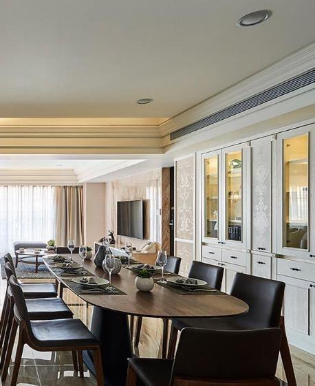 独立拉出厨房外语餐厅共同规划,厚度仅十公分的精工语汇,使空间更见精致利落。