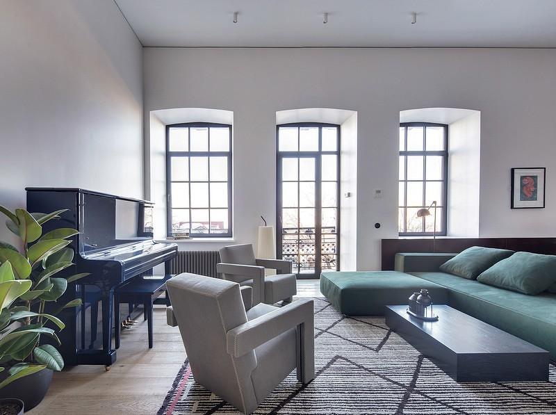 良好的采光让室内显得更加通透明亮,将原建筑的部分砖墙裸露,让工业风的魅力增添墙面的丰富度