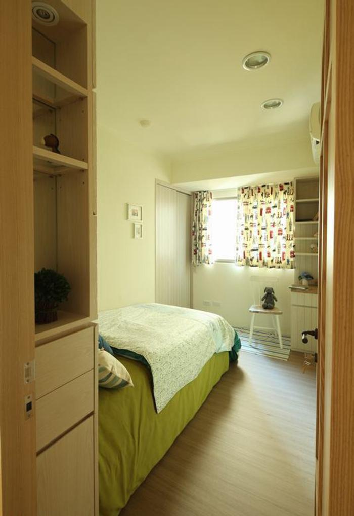 男孩房多了收纳空间,提升实用效益。