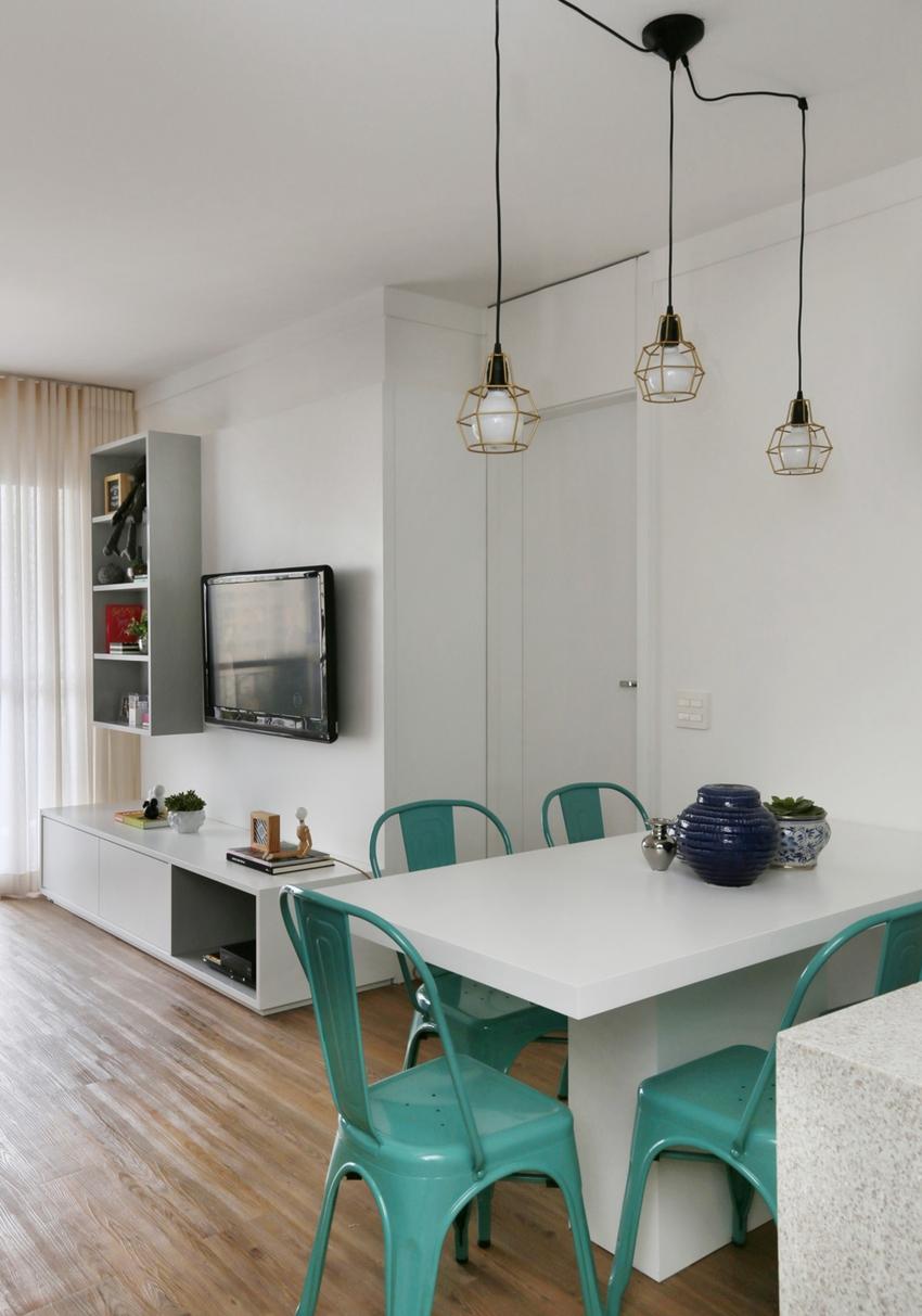 总是一隅角落的餐厅也不马虎,餐椅与入口的柜子色调统一,和谐清新。